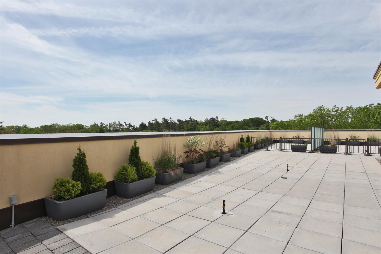 Windermere Manor Condos Rooftop Common Areas, Oakville
